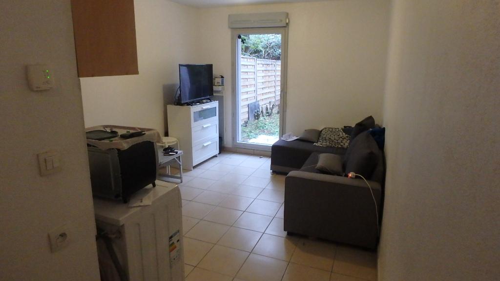 studio-en-rez-de-jardin-avec-parking-dans-le-8eme-arrondissement-69008-small-0