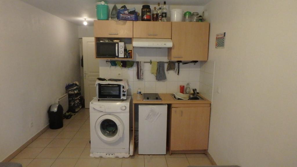studio-en-rez-de-jardin-avec-parking-dans-le-8eme-arrondissement-69008-small-1